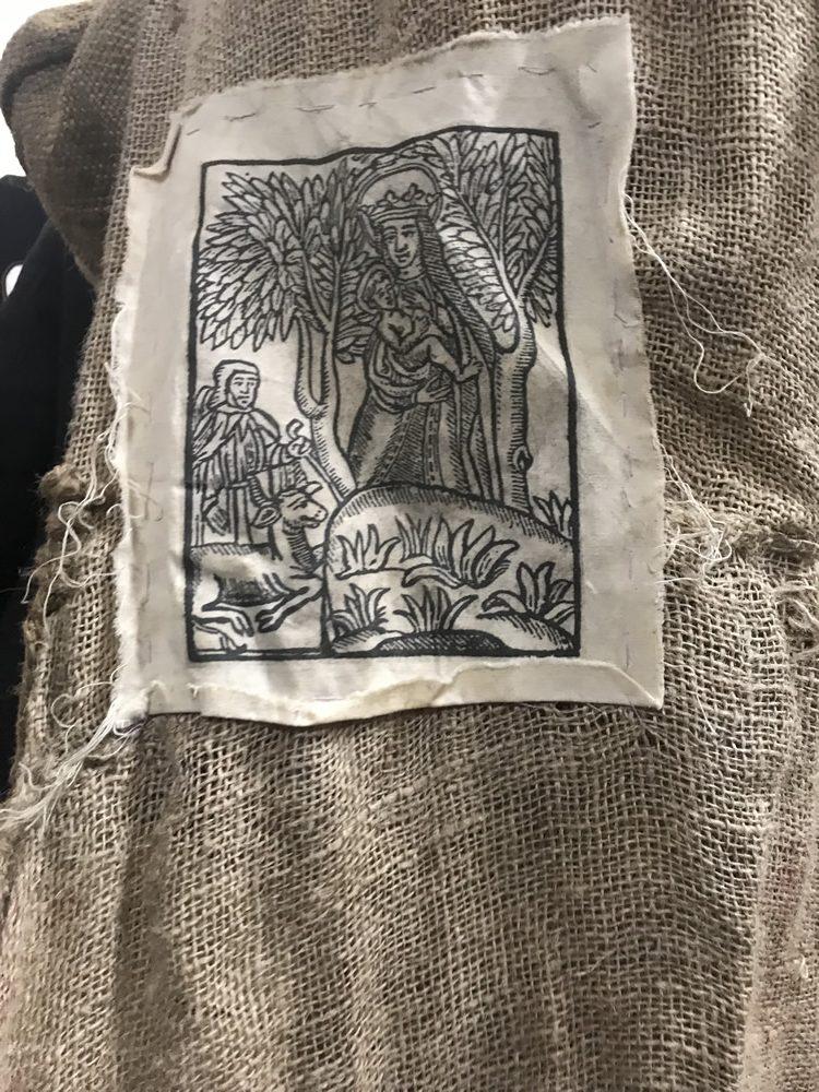 Santos en el traje del Ciego de Atrás