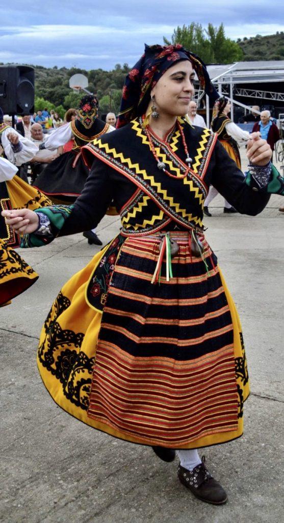 Actuación frente a la ermita de Otero de Sanabria. Fotografía Begoña Bermúdez